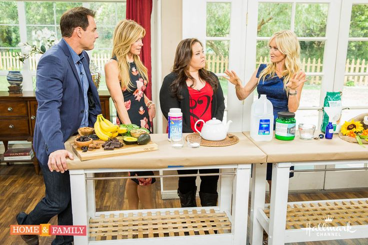 Add more magnesium to your diet with @sophieuliano's DIY Magnesium spray that just absorbs into your skin! Super easy and healthy!
