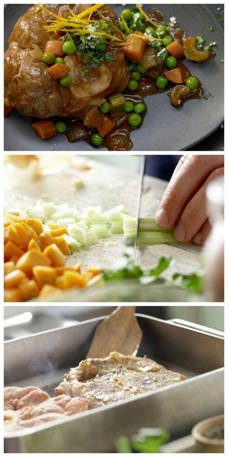 Sanft und langsam gegart, fällt das Kalbfleisch zartfaserig vom Knochen: Ossobuco mit geschmortem Gemüse | http://eatsmarter.de/rezepte/ossobuco