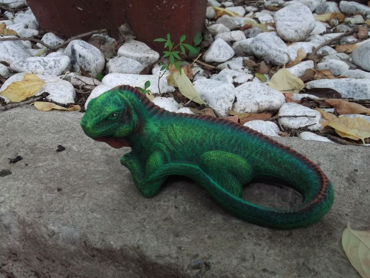 Dry brush lizard by Margie Gray - Sold