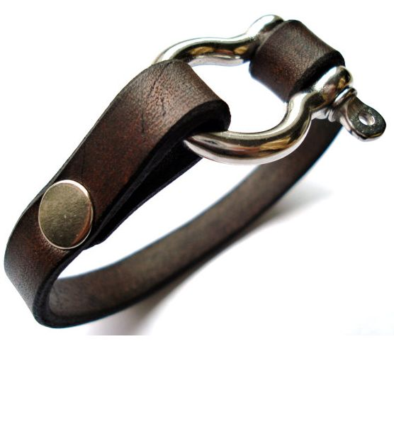 Outra pulseira bem legal. Esteja atento aos materiais. Homens estão usando couro, palha e sementes (principalmente couro), tudo natural.