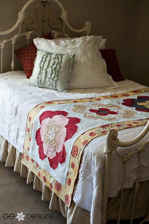 Daisy Dreams bed runner quilt, from the Big Blocks - Big Style book by GE Designs