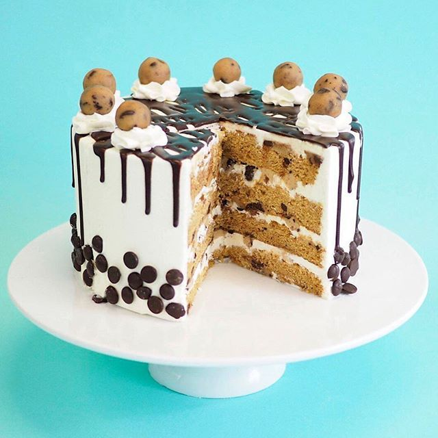 Four layers of burnt-butter chocolate chip sponge filled with vanilla buttercream, chocolate chips and cookie dough. Finished with vanilla buttercream, chocolate drip and cookie dough lumps | Crumbs and Doilies @crumbsanddoilies