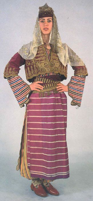 Traditional festive costume from the Türkmen villages in the province of Aydın. Mid-20th century.
