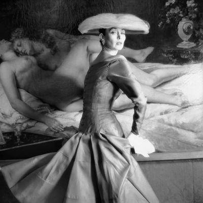 """Expo à venir Musée Galliera de février à mai 2013 : """" Mannequins le corps de la mode """"  Henry Clarke, 1955 Robe de Jacques Heim printemps-été 1955 Mannequin Dorian(...)"""
