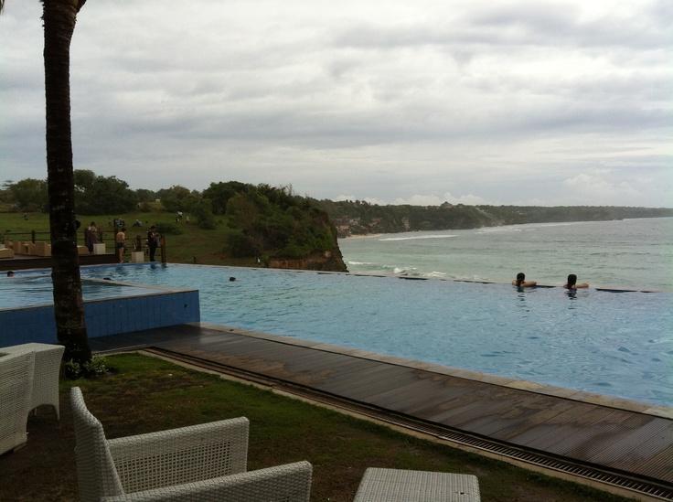 infinity pool at Klapa beach club, Bali