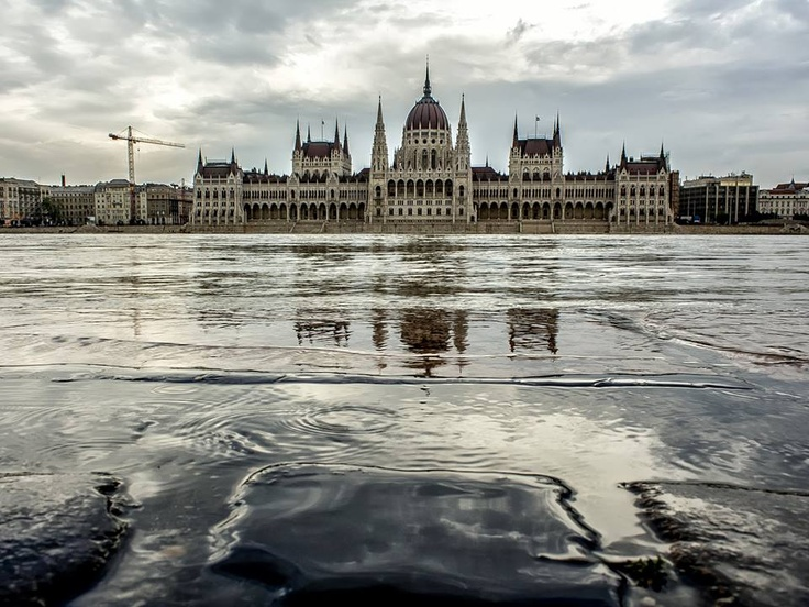 Budapest | Flood 2013. Photostream. credit: Rumán Ferenc. Follow on Fb https://www.facebook.com/BudapestPocketGuide & on Google+ @ https://plus.google.com/115990222400409382986/posts  #budapest #flood