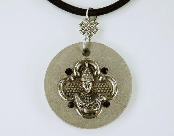 Halskette Buddha lila Strass Steine Betonschmuck von ArtJewelryFun