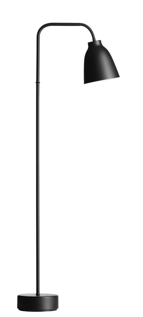 Golvlampan Caravaggio Read från Lightyears och den prisbelönta, berömda formgivaren Cecilie Manz sammanför funktion och estetik på ett högst välplanerat sätt. Lampskärmen kan vridas upp till hela 260 grader. Det gör att Caravaggio Read blir en omtyckt golvlampa i vilken läshörna som helst, oavsett om det är bredvid soffgruppen i vardagsrummet eller intill fåtöljen i arbetsrummet. Kommer med en trestegsdimmer med touch för en skräddarsydd belysning.
