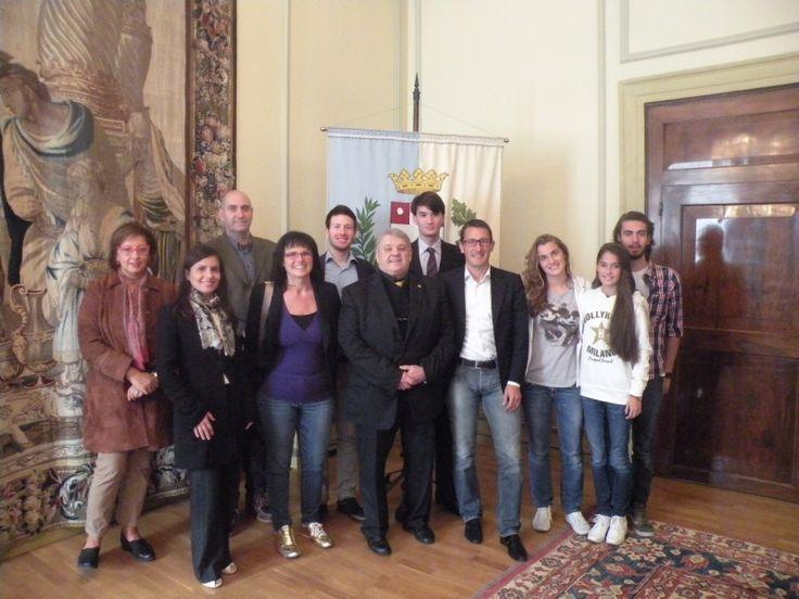 """Il gruppo di ragazzi del progetto """"Da Donna a Donna"""" ricevuti dal Sindaco di Treviso Gian Paolo Gobbo"""