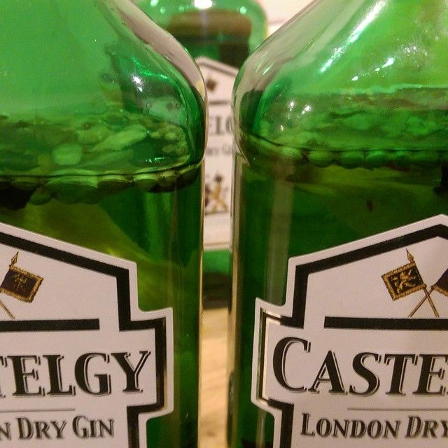 Spiced Gin: infusing Lidl Castelgy Gin for Christmas #LidlSurprises - find out how at www.liquortolips.com/boozy-gifts