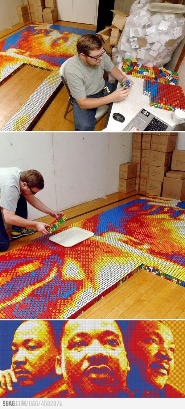 Impresionante el mosaico que han realizado para hacer un mural de Martin Luther king. Todo con cubos de Rubik.