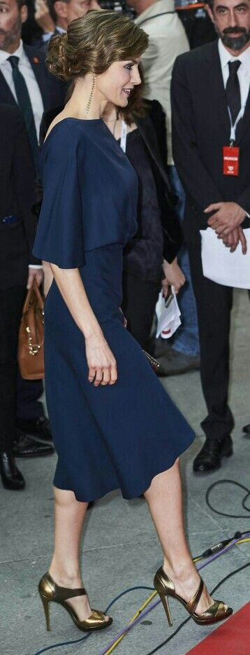 Queen Letizia - 'Valentina' midnight-blue dress by Cortana, Magrit bronze sandals- retro style 1920's