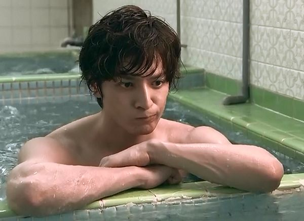 """Ikuta Tōma (生田 斗真) in episode 2 of the TV show """"Ouroboros"""" (ウロボロス)"""