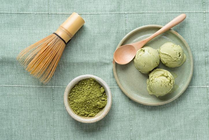 Dat een kopje groene thee gezond is, wisten we al langer. Maar nu heb je ook de groene thee 2.0: matcha green tea, tjokvol voedingsstoffen en antioxidanten. Een beetje geschiedenis Matcha maakt al sinds de 12de eeuw deel uit van de Japanse cultuur. Tot op de dag van vandaag is het een bekend en gewild …