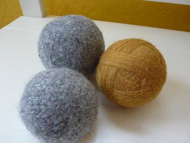 Knitting Pattern For Wool Dryer Balls : 17 Best images about Felting on Pinterest Wool dryer balls, Felted slippers...