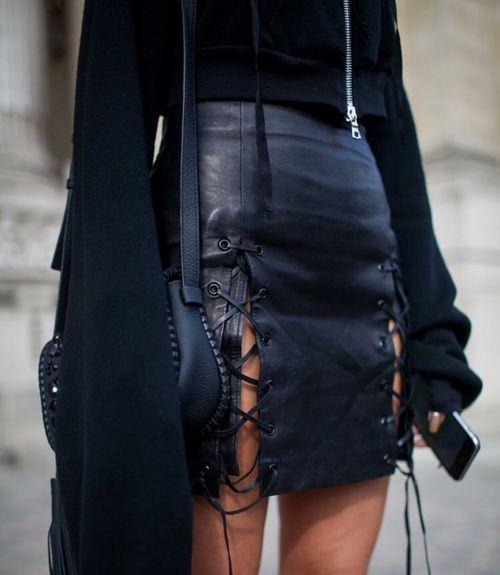 Najbardziej popularne znaczniki tego obrazu obejmują: fashion, black, skirt, outfit i leather