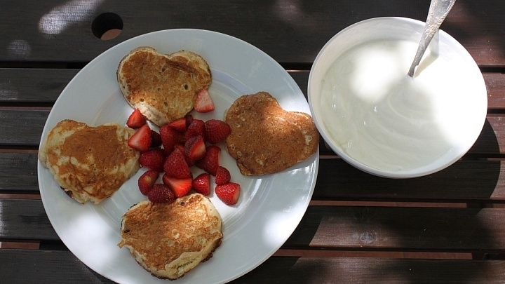 Naše obľúbené Pancakes s jahodami! Our favorite pancakes with strawberries.