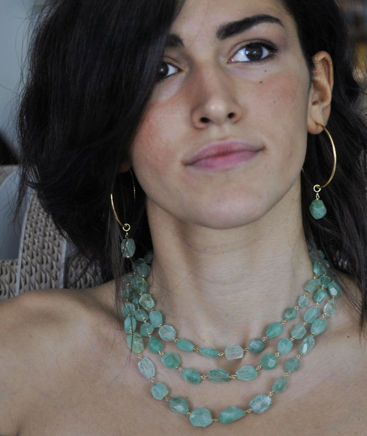collana ed orecchini in oro e smeraldo
