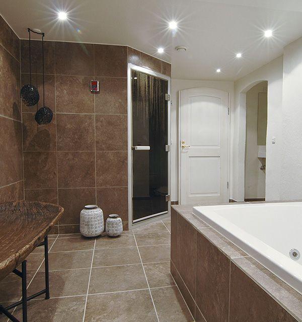 Luksus i varme toner – renovering af badeværelse på Fanø
