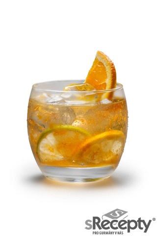 Všechny ingredience vymícháme s ledem, dokud se marmeláda nerozpustí. Podáváme ozdobené plátkem pomeranče.