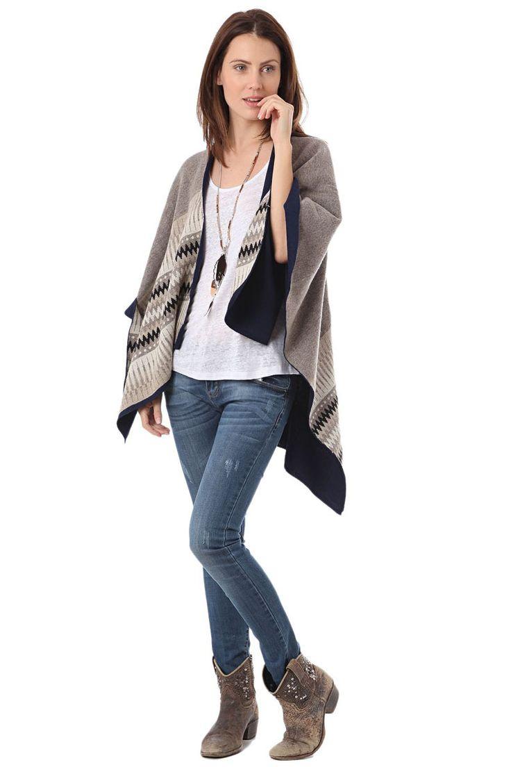Las capas de día o de noche. Look informal o elegante. Con un vaquero o con una falda. Escoge la tuya ▶ http://regalva.com/abrigate #moda #capas #abrigo #trend #mujer