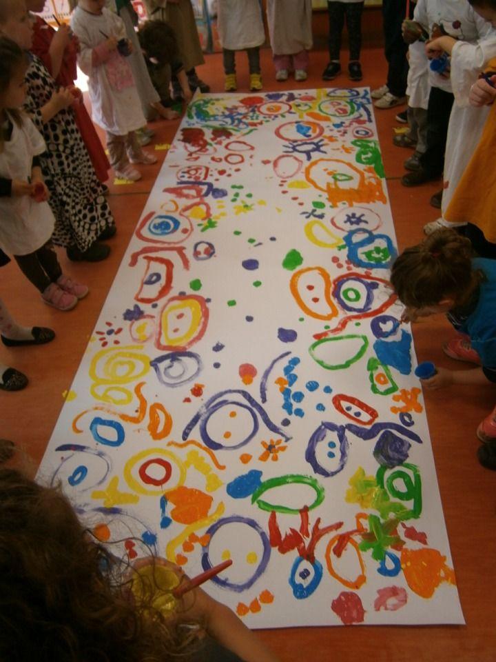 En nuestro último taller de grafismo hemos realizado un cuadro gigante, pintando todos a la vez. Esa mañana al llegar a clase se encontraro...