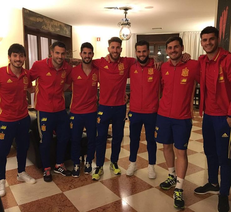 SergioRamosBuenos ratos con la @sefutbol. Listos para el partido de mañana. / Good times. Ready for tomorrows match.
