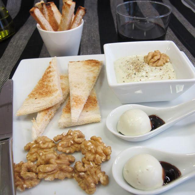 Un aperitivo para los más queseros.     PATÉ DE QUESO   -100 gr. de queso azul  -220 gr. de queso cremoso (tipo Philadelphia) ...