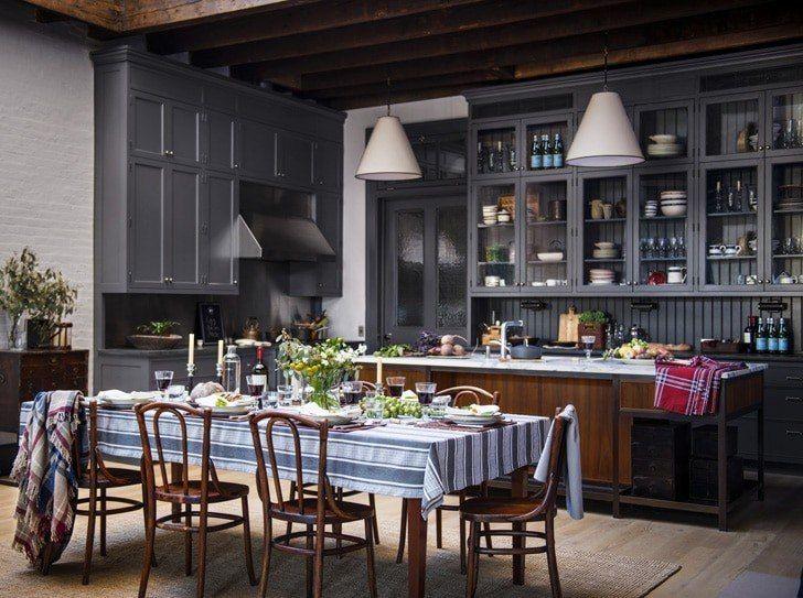 """Нравится кухонная """"стенка"""" с кучей мест для хранения. Обеденный стол не рассматриваем."""
