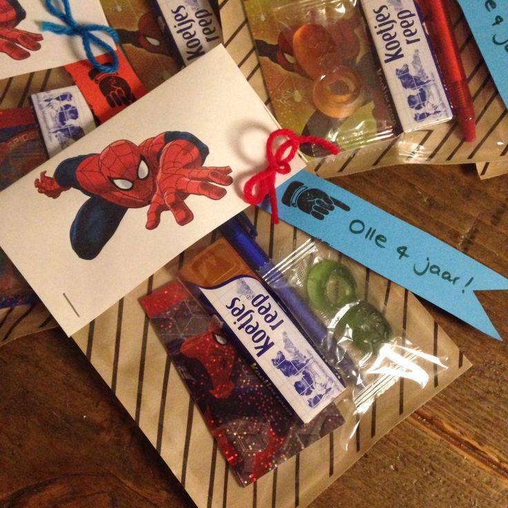 Spiderman Traktatie: zakjes van de Hema!! Leuke traktatie voor een stoere jongen!