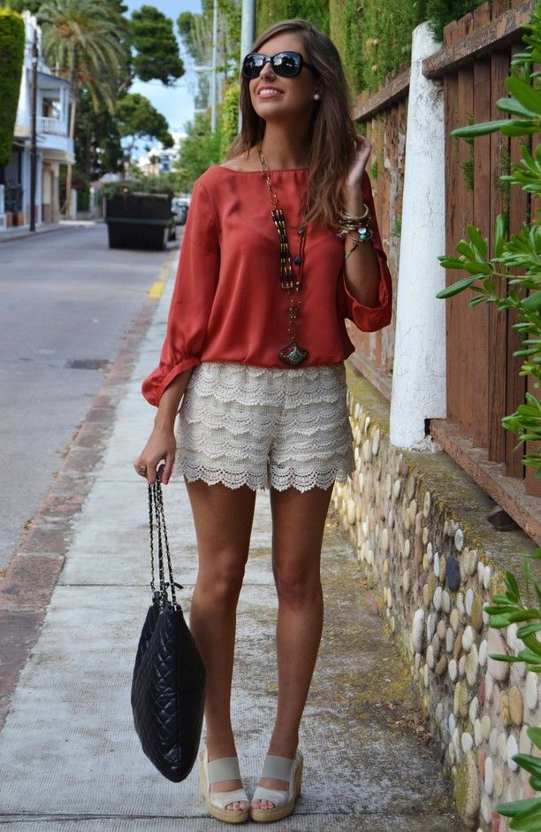 Zara  Camisas / Blusas, Mango  Otras joyas / Bisutería and Zara  Pantalones cortos
