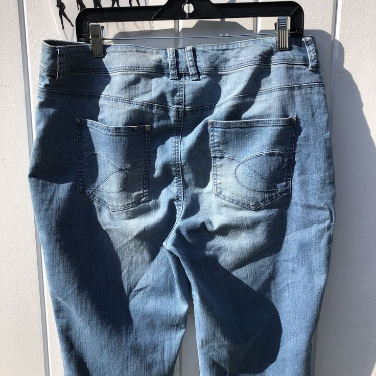 Chico's Platinum Light Wash Straight Leg Mid Rise Women's Cropped Jeans Size 1.5 #Chicos #CapriCropped
