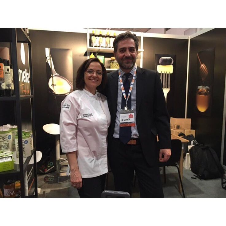 With our personal friend and international celebrity Chef Christine Cushing (@ccfearless) at Melia Freshline's booth at SIAL CANADA Food Expo 2017.  #sialto2017 #sial #sialcanada #food #expo #celebrity #chef #ChristineCushing http://tipsrazzi.com/ipost/1507593704336300967/?code=BTsDHyMlJun