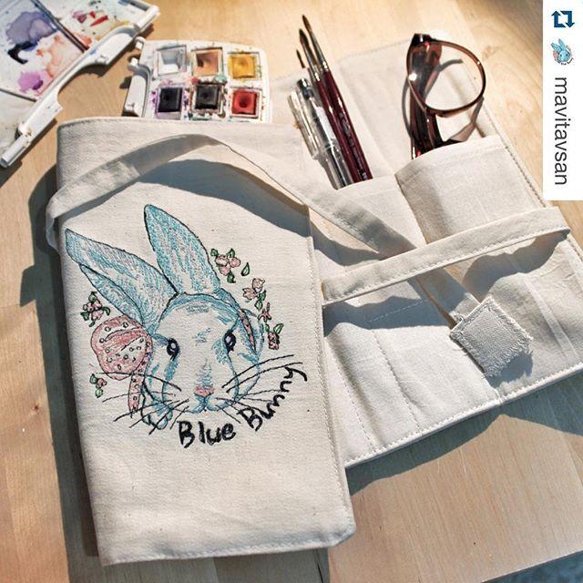 #Repost @mavitavsan with @repostapp. ・・・ For the love of Blue Bunny  Blue Bunny aşkına  Mavi tavsanin artik kendisine özel bir kalemligi var, icine suluboyasini eskiz defterini fircalarini vs herseyini koyabilecegi bir sey kisacasi çizim yapmak icin ne lazimsa hepsi icin ayri bir göz var  BA-YİL-DİM BAYİLDİMM Çok cok tesekkur ederizz @bebekli.kedi Ellerine saglik