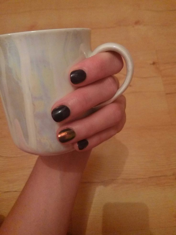 First plum and siren effect nails for fall and winter weather  semilac nail lacquer