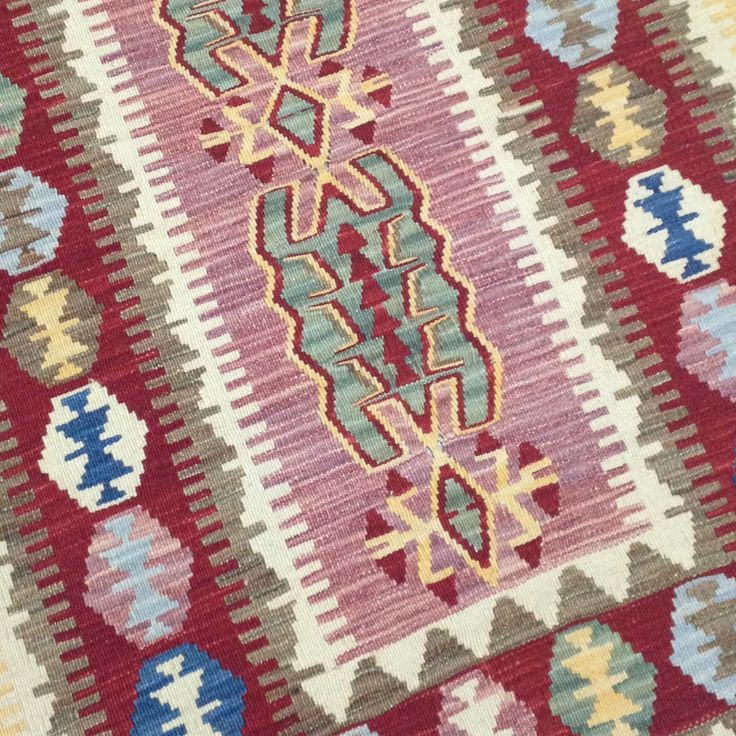 Small oriental #kilim #rug with beautiful #pastel colors: #red, #pink, #beige ...