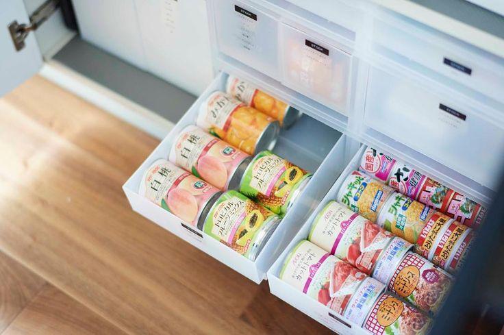 """436 Likes, 28 Comments - Yoko Kajigaya (@bloomyoursmile) on Instagram: """"我が家の備蓄はローリングストック法。缶詰は断然寝かせた方が管理がしやすい。なぜならば、寝かせることで何の缶詰か一目で分かるので💡減ったら転がして手前に出来るのでラクです💡缶詰の直径を測って高さが合う引き出しを見つけた時の喜びを今でも覚えています😍さすが無印良品‼サイズが豊富で本当に嬉しい😆‼…"""""""