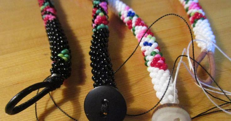 Jag har sytt på knappar och skinnöglor på halsband och armband. Så nu ska jag göra skinnskoningar runt det sydda så att ändarna på smycke...