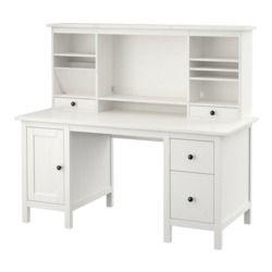 IKEA - HEMNES, Schreibtisch mit Aufsatz, hellbraun, , Massivholz ist ein strapazierfähiges Naturmaterial.Die Schubladen lassen sich nach Bedarf links oder rechts montieren.Kann frei im Raum stehen, da es auch auf der Rückseite behandelt ist.Auf A4-Format und amerikanische Formate anpassbarer Mappenrahmen in der unteren Schublade.Die Böden können schräg eingelegt werden; praktisch für übersichtliches Ordnen von Papieren und Dokumenten.Das kleine Fach in der obersten Schublade ist praktisch…