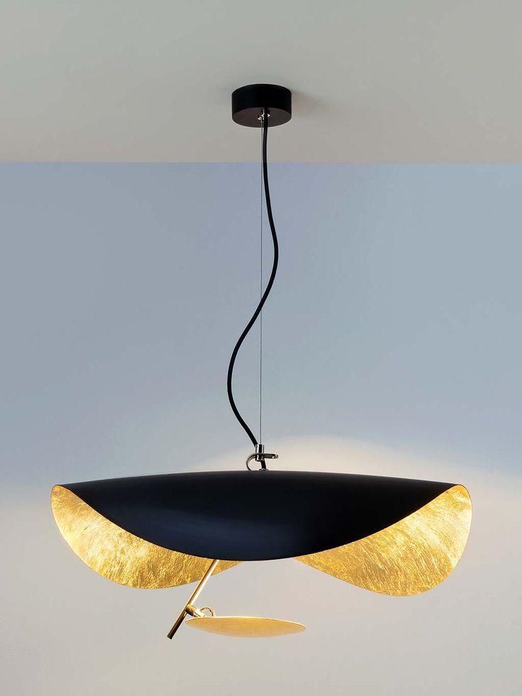 Lámpara Manta, de la colección Lederam, de Enzo Catellani para Catellani & Smith, reproduce en aluminio, la sensación de elasticidad de la raya gigante.