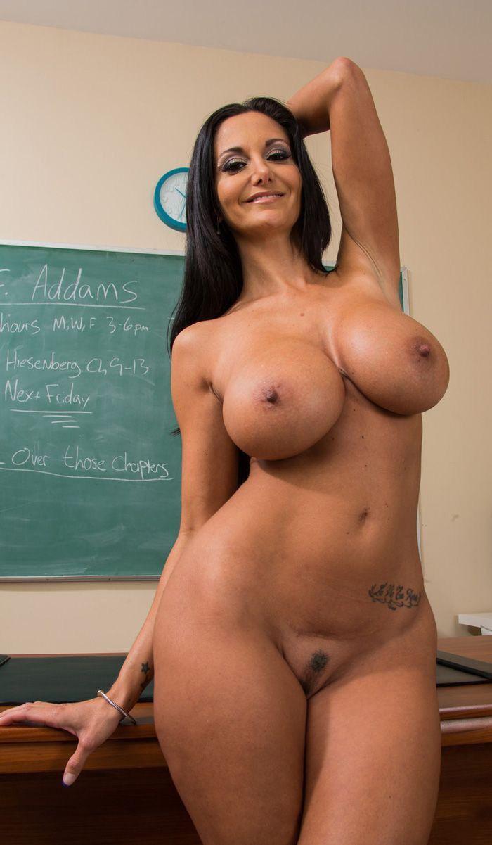 Sexy naked curvy mom