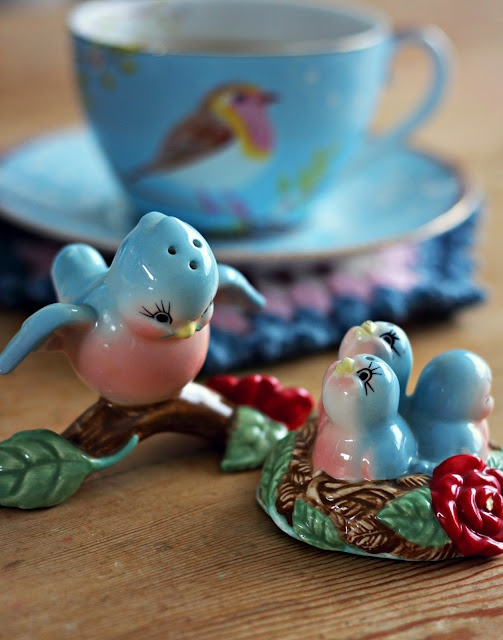 Cute Vintage Ceramic Blue Bird Salt and Pepper Shakers.