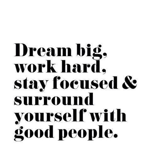#boost #ledeclicanticlope / Rêve grand, travail dur, reste concentré & entoure toi de personnes bien  Via slufoot.tumblr.com