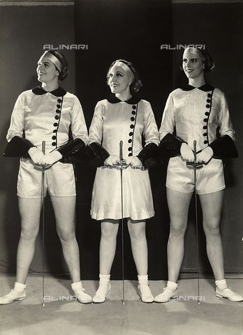 Portrait of three female gymnasts in fencing clothes 1930 - 1935 ca.(c) Duhrkoop, RudolfFratelli Alinari Museum Collections, Florence