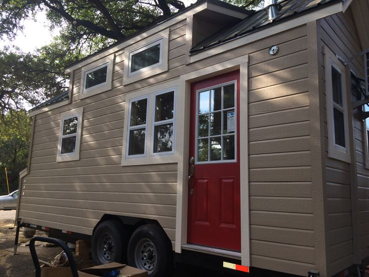 This Tiny House was built in 2015 and includes the following high end items: • Open Cell Insulation in ceiling and walls • Full Kitchen • Bathroom includes full shower. toilet, sink and large mirrored medicine cabinet • Pantry • Fredrick Ductless Air Conditioner • Tankless water heater • Vaulted ceiling • Vinyl single hung, double pane windows throughout • Built on a custom ...