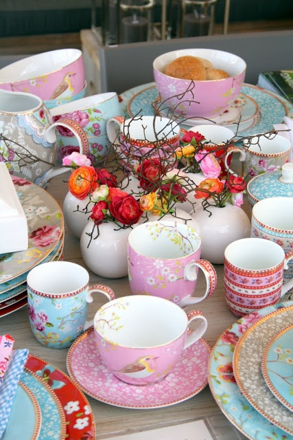 Any of the PiP Studio Plates, cups, platters, tea sets etc. http://www.coisasdadoris.com.br/loja/index.php/catalogsearch/result/?q=pip+studio