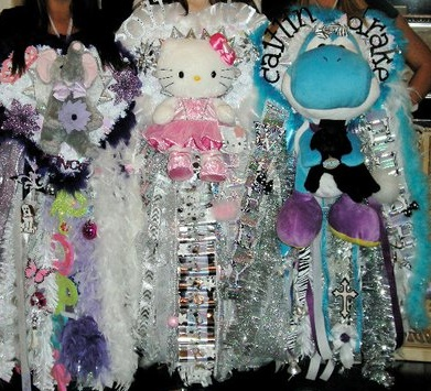 my homecoming mum in the middle :)