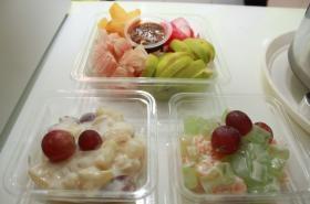 Camilan sehat berupa buah-buahan potong. Cobain yuk Teman Jajan :)