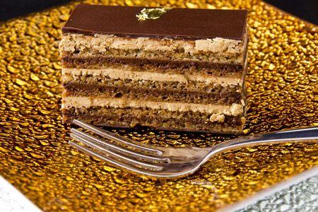 Μια συνταγή για μια πεντανόστιμη τούρτα με μπισκότα πτι μπερ, κρέμα κάσταρντ και γκανάς σοκολάτας. Καλή Χρονιά Πηγή