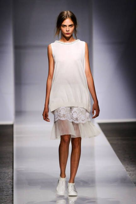 Ports 1961 Spring 2014 // Learn how to work with lace: http://www.universityoffashion.com/lessons/lace-applique-blanketstitch/